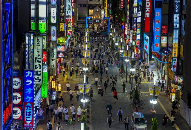 An overview shows Shinjuku's nightlife district of Kabukicho in Tokyo, August 27, 2015. (Photo by Thomas Peter/Reuters)
