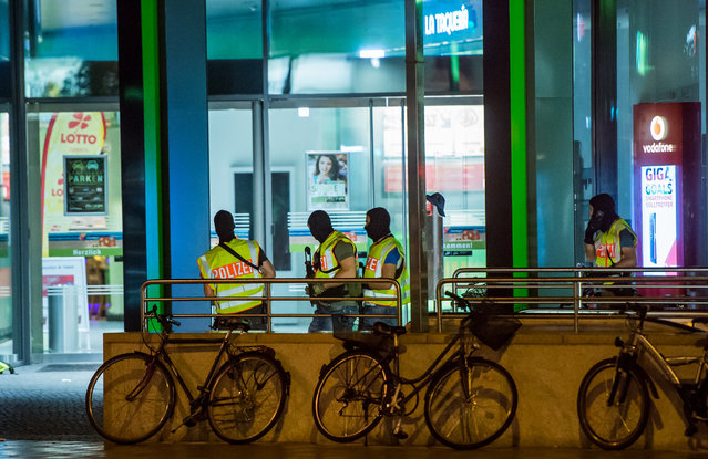 Police officers secure the area around the Olympia Einkaufzentrum (OEZ) at July 22, 2016 in Munich, Germany. (Photo by Joerg Koch/Getty Images)