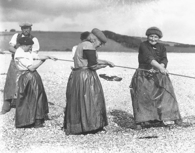 Old women in Devon haul in the day's catch of fish with a stout rope, 1927. (Photo by Central Press)