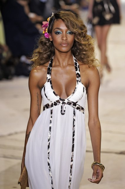 Model Jourdan Dunn walks the runway at the Diane Von Furstenberg Spring 2016 fashion show during New York Fashion Week at Spring Studios on September 13, 2015 in New York City. (Photo by JP Yim/Getty Images)