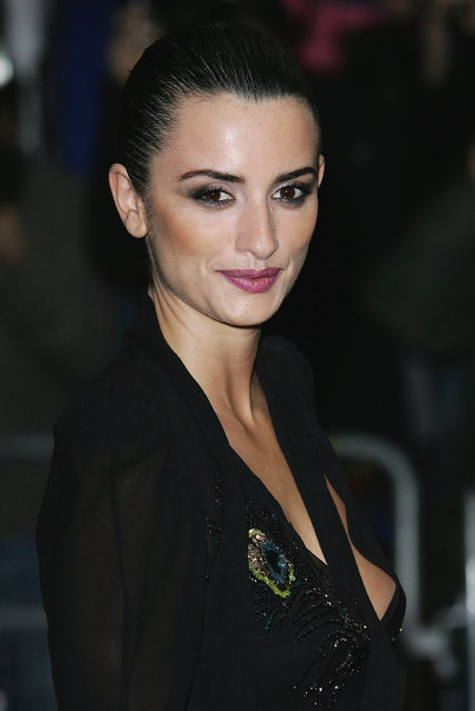 """Actress Penelope Cruz arrives at the Gala Screening of new film """"Don't Move (Non To Muovere)"""" at the UGC Haymarket on March 17, 2005 in London. (Photo by M. J. Kim/Getty Images)"""