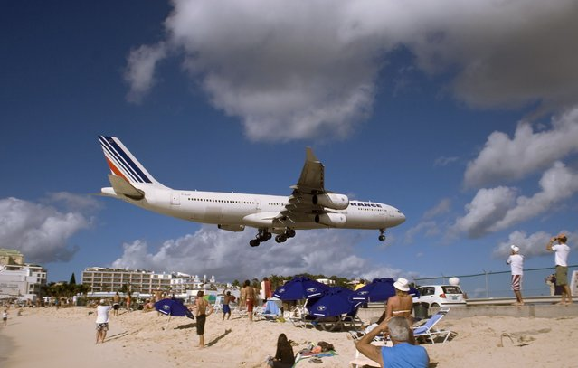 Landing at Princess Juliana Airport, St Maarten, Netherlands Antilles. (Photo by Jonathan E. Shaw)