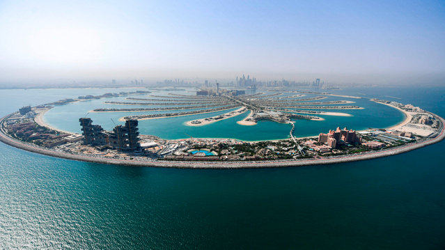 This picture taken on July 8, 2020 shows an aerial view of the Atlantis The Palm, luxury hotel resort located at the apex of the man-made Palm Jumeirah archipelago off the Gulf emirate of Dubai, during a government-organised helicopter tour. After a painful four-month tourism shutdown that ended this week, Dubai is betting pent-up demand will see the industry quickly bounce back, billing itself as a safe destination with the resources to ward off coronavirus. (Photo by Karim Sahib/AFP Photo)