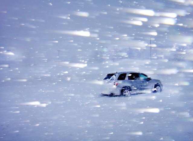 Heavy snow is blown by high winds along Highway 13 near Burnsville, Minnesota on February 20. 2012. (Photo by Brian Peterson/The Star Tribune)