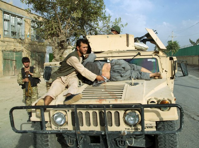 A military vehicle transports an injured civilian after a battle with the Taliban in the city of Kunduz, Afghanistan October 3, 2015. Fighting has raged around the Afghan provincial capital, recaptured by government forces this week from Taliban militants who had seized it in the biggest victory of their nearly 14-year insurgency. (Photo by Reuters/Stringer)