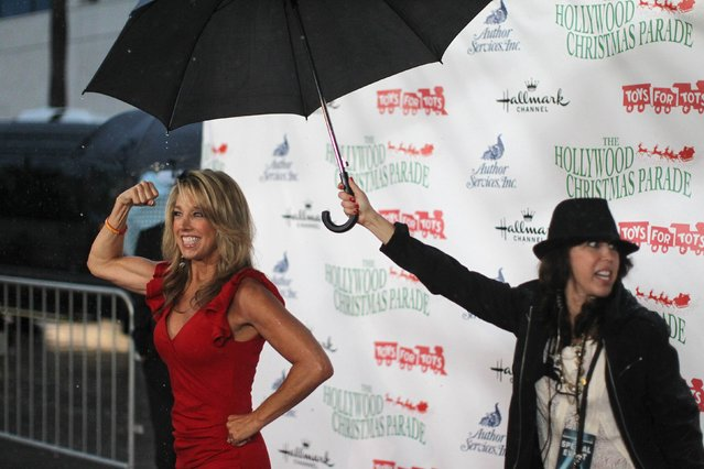 Fitness instructor and author Denise Austin arrives in the rain to the 83rd Annual Hollywood Christmas Parade in the Hollywood section of Los Angeles, California November 30, 2014. (Photo by David McNew/Reuters)