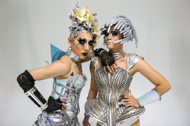"""""""Drag Race Thailand"""" contestants Thanisorn Hengsoontorn """"Annee Maywong"""" (L) and Supattarapon Kasikam """"Dearis Doll"""" pose at a studio in Bangkok, Thailand March 23, 2018. (Photo by Athit Perawongmetha/Reuters)"""
