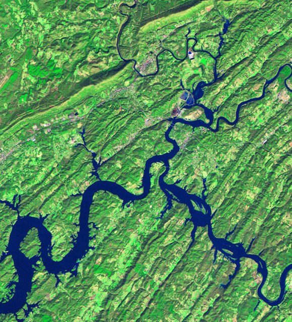 This satellite file image created by Thematic Mapper on NASA's Landsat 5 satellite images, shows Tennessee's Kingston Fossil Plant and its surroundings on November 20, 2008, a month before the spill. In this false-color image, water appears blue and vegetation appears green. (Photo by Reuters/NASA)