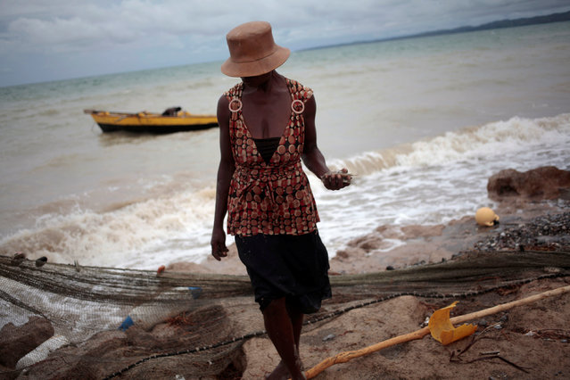 A woman carries little fishes on her hand after Hurricane Matthew in Les Cayes, Haiti, October 20, 2016. (Photo by Andres Martinez Casares/Reuters)