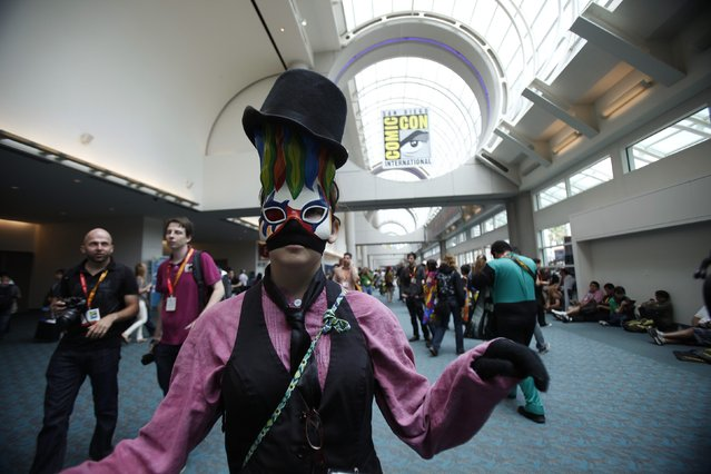 Attendee Abby Laundy, who is wearing a costume inspired by the video game BioShock, poses during Comic-Con international convention in San Diego, California July 13, 2012. (Photo by Mario Anzuoni/Reuters)