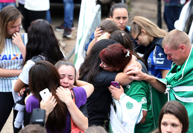 Fans of Chapecoense soccer team react in front of the Arena Conda stadium in Chapeco, Brazil, November 29, 2016. (Photo by Paulo Whitaker/Reuters)