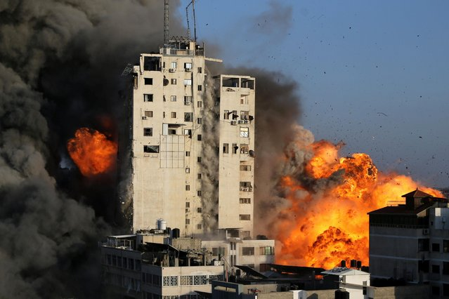 Smoke and flames rise from a tower building as it is destroyed by Israeli air strikes amid a flare-up of Israeli-Palestinian violence in Gaza City on May 12, 2021. Israel launched its offensive after Hamas fired rockets at Jerusalem and Tel Aviv in retaliation for Israeli police clashes with Palestinians near al-Aqsa mosque in East Jerusalem during Ramadan. (Photo by Ibraheem Abu Mustafa/Reuters)