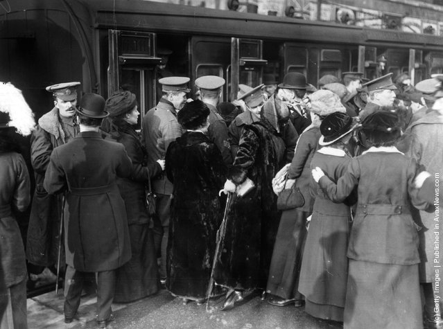 1915:  A crowd saying goodbye to soldiers leaving Victoria Station in London during World War I