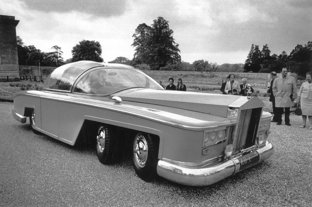 "A full size working replica of the pink limousine used by Parker to chauffeur Lady Penelope in Gerry Anderson's television series ""Thunderbirds"", unveiled at Woburn Abbey. United Kingdom, 27th May 1968. (Photo by Jim Gray/Keystone/Getty Images)"