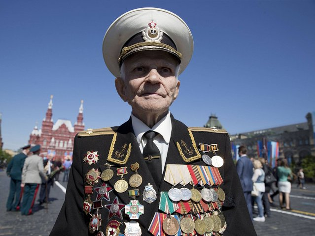 Russian WWII veteran Ivan Bobarykin poses for photographers after the Victory Day parade in the Red Square in Moscow. (Photo by Pavel Golovkin/AP Photo)