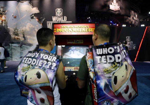 "Attendees play a classic video game, ""Michael Jackson's Moonwalker"", based on the 1988 film about Michael Jackson, ""Moonwalker"", at the 2014 Electronic Entertainment Expo, known as E3, in Los Angeles, June 10, 2014.  REUTERS/Kevork Djansezian"