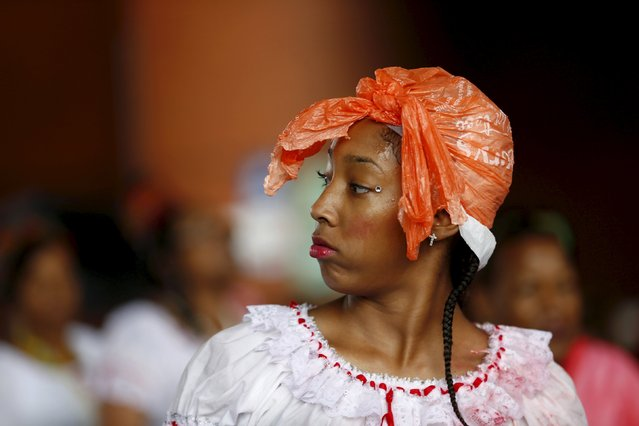 A performer covers her head from the rain with a plastic bag at the Notting Hill Carnival in west London, August 31, 2015. (Photo by Eddie Keogh/Reuters)