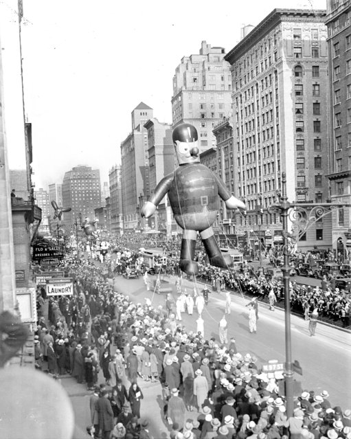 This soldier is marching straight at the Macy's Thanksgiving Day Parade, 1932. (Photo by NY Daily News Archive via Getty Images)