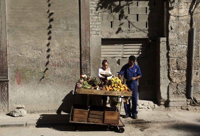 A woman buys fruit from a street cart in Havana December 17, 2014. (Photo by Reuters/Stringer)