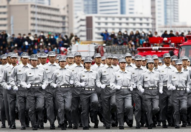 Members of the Tokyo fire brigade run during a New Year presentation in Tokyo January 6, 2015. (Photo by Thomas Peter/Reuters)