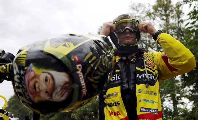KTM rider Stefan Svitko of Slovakia adjusts his goggles, as a drawing of his daughter Sofia is seen on his helmet, before the start of the Termas de Rio Hondo-Jujuy third stage in the Dakar Rally 2016 in Santiago del Estero province, Argentina, January 5, 2016. (Photo by Marcos Brindicci/Reuters)