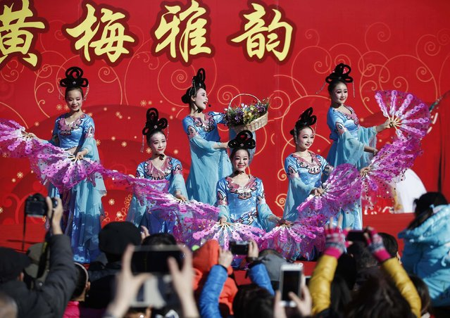 Traditional dancers perform at the Temple Fair, part of Chinese New Year celebrations at Ditan Park, also known as the Temple of Earth, in Beijing, February 18, 2015. (Photo by Kim Kyung-Hoon/Reuters)