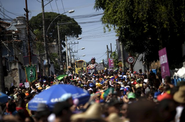 """Revellers take part in an annual block party known as """"Ceu na Terra"""" (Heaven on Earth), one of the many pre-carnival parties to take place in the neighbourhoods of Rio de Janeiro, Brazil, January 30, 2016. (Photo by Ricardo Moraes/Reuters)"""