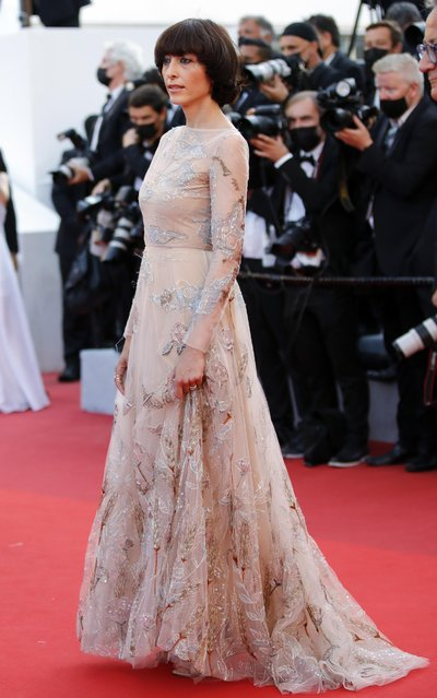 """Italian actress Elena Lietti smiles as she arrives for the screening of the film """"Tre Piani"""" (Three Floors) at the 74th edition of the Cannes Film Festival in Cannes, southern France, on July 11, 2021. (Photo by Sarah Meyssonnier/Reuters)"""