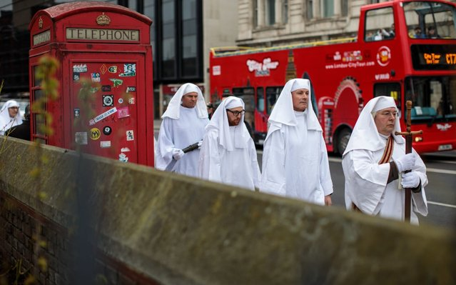 Members of the Druid Order take part in a ceremony in Tower Hill to mark Spring Equinox on March 20, 2019 in London, England. Spring Equinox is when the day and night are of equal length and the centre of the visible Sun is directly above the Equator. (Photo by Jack Taylor/Getty Images)