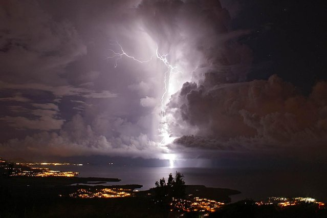 """Image provided by the Ministry of the Popular Power for Tourism shows a flash of """"Catatumbo Lightning"""" in Zulia, Venezuela. (Photo by Xinhua/Alamy)"""