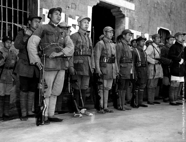 1946: Members of the Communist New Fourth Army on parade. Note how the modern equipment contrasts with the shoeless soldiers in the foreground