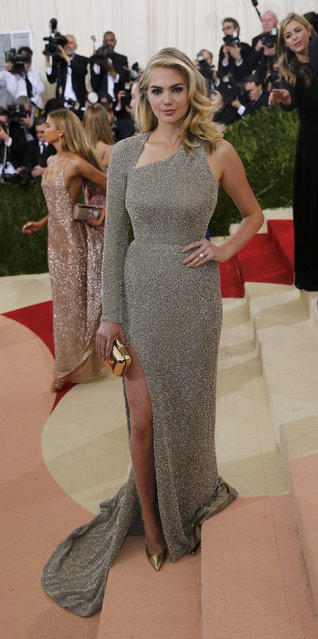 """Model Kate Upton arrives at the Metropolitan Museum of Art Costume Institute Gala (Met Gala) to celebrate the opening of """"Manus x Machina: Fashion in an Age of Technology"""" in the Manhattan borough of New York, May 2, 2016. (Photo by Eduardo Munoz/Reuters)"""