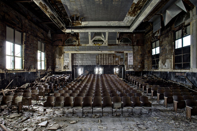 The auditorium of an old elementary school, Pennsylvania. The Londoner was travelling through America's north eastern states when he had the chance to explore the derelict public buildings left untouched since their last inhabitants shut the doors. (Photo by Daniel Barter/Caters News)