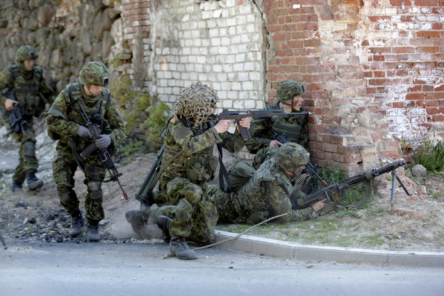 Estonian army soldiers train for urban fighting during the Spring Storm military exercise near the country's eastern border in Rapina, Estonia, May 13, 2016. (Photo by Ints Kalnins/Reuters)