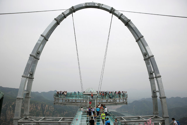 The glass sightseeing platform on Shilin Gorge is seen in Beijing, China, May 27, 2016. (Photo by Kim Kyung-Hoon/Reuters)