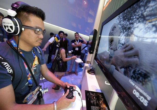 "Danilo Napalan plays the new zombie survival game ""Dying Light "" in the Warner Bros. booth at the 2014 Electronic Entertainment Expo, known as E3, in Los Angeles, June 10, 2014.  REUTERS/Kevork Djansezian"