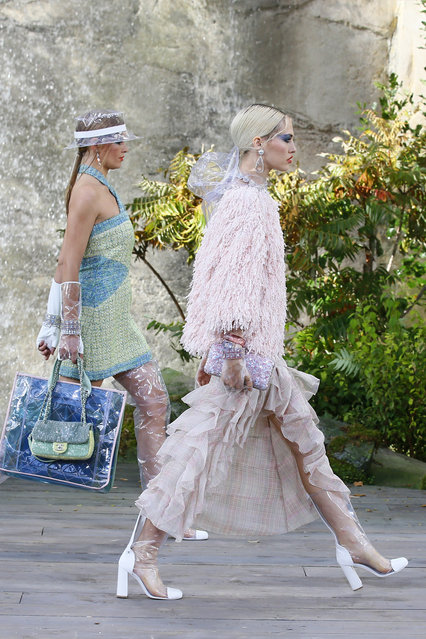 Models wear creations for the Chanel Spring/Summer 2018 ready-to-wear fashion collection presented in Paris, Tuesday, October 3, 2017. (Photo by Francois Mori/AP Photo)