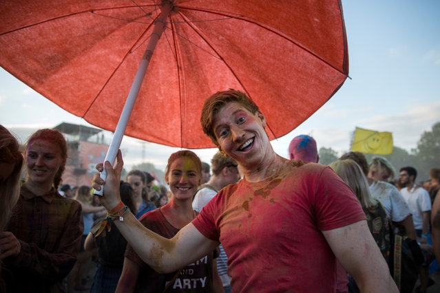 Festival goers laugh at the 24th Sziget Festival, in Budapest, Hungary, 13 August 2016. (Photo by Hirling Bálint/Origo.hu)