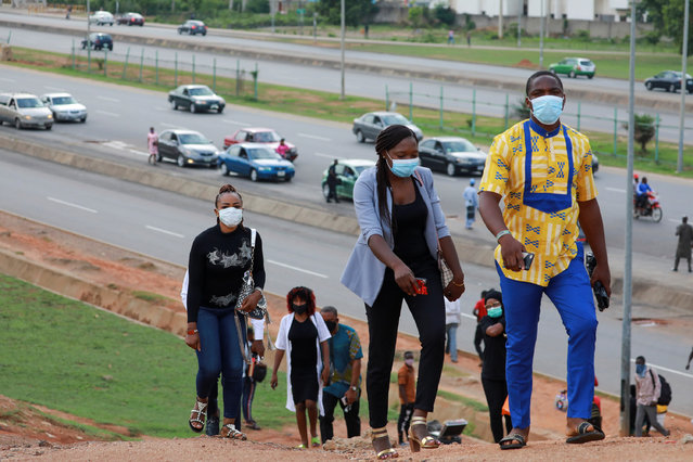 People go to work as authorities ease the lockdown following the coronavirus disease (COVID-19) outbreak in Abuja, Nigeria on May 4, 2020. (Photo by Afolabi Sotunde/Reuters)