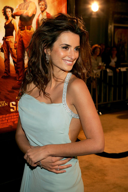 """Actress Penelope Cruz arrives at Paramount Pictures premiere of """"Sahara"""" at the Grauman's Chinese Theater on April 4, 2005 in Hollywood, California. (Photo by Vince Bucci/Getty Images)"""