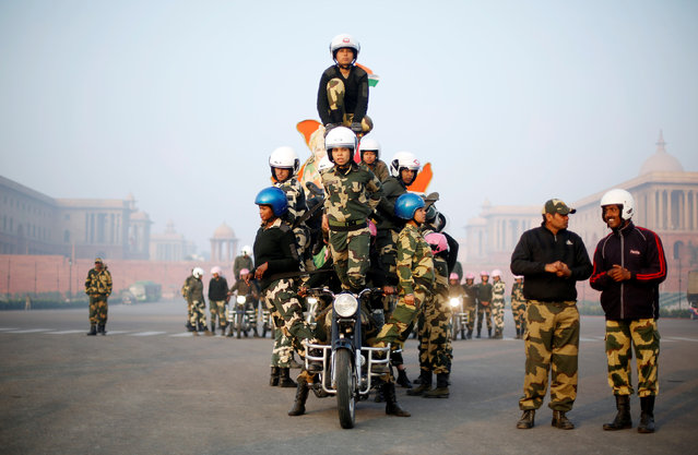 """Border Security Force (BSF) """"Daredevils"""" women motorcycle riders perform during a rehearsal for the Republic Day parade on a winter morning in New Delhi, January 11, 2018. (Photo by Adnan Abidi/Reuters)"""