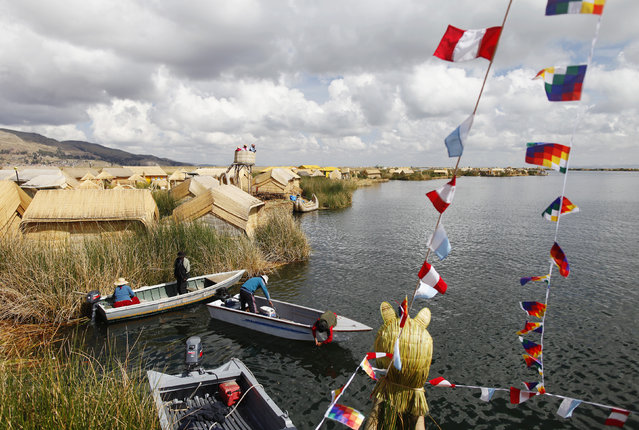 Andeans prepare their boats at the shores of a Uros island at Lake Titicaca in Puno November 5, 2014. (Photo by Enrique Castro-Mendivil/Reuters)
