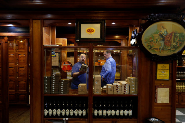 Cigar enthusiasts look at cigar boxes for sale at the H. Upmann cigar factory store during the XX Habanos Festival in Havana, Cuba on March 1, 2018. (Photo by Reuters/Stringer)