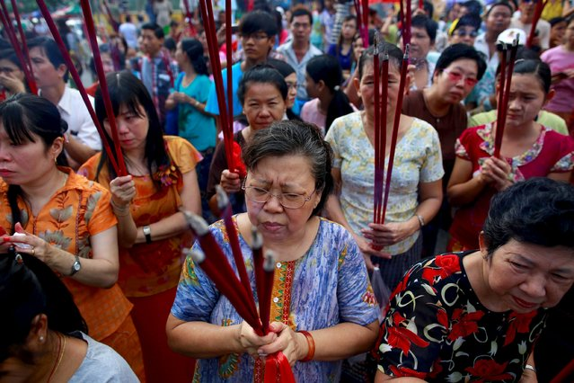 Myanmar Chinese women hold incenses sticks during a festival dedicated to Buddhist monk Shin Upagutta, celebrated by Myanmar's ethnic Chinese community, in Chinatown in Yangon October 21, 2015. REUTERS/Soe Zeya Tun