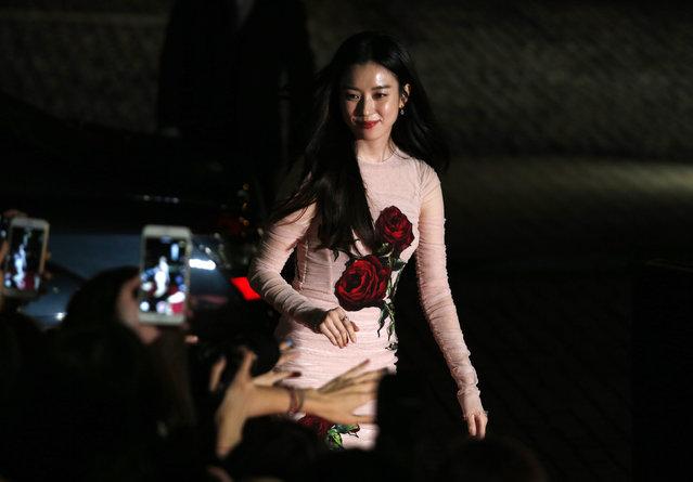 South Korean actress Han Hyo-joo walks on the red carpet during 2015 Mnet Asian Music Awards (MAMA) in Hong Kong, China, December 2, 2015. (Photo by Bobby Yip/Reuters)