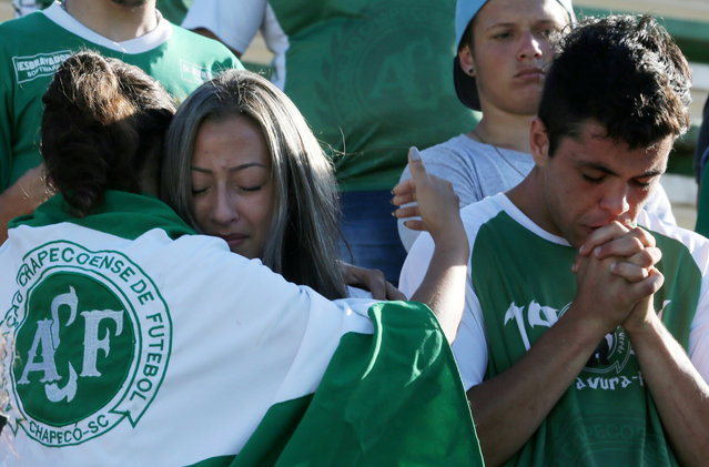 Fans of Chapecoense soccer team react at the Arena Conda stadium in Chapeco, Brazil, November 29, 2016. (Photo by Paulo Whitaker/Reuters)
