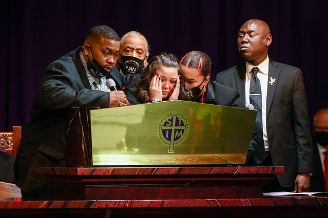 Daunte Wright's father Aubrey Wright (L) talks about his son as Wright's mother Katie Wright (C) become emotional as attorney Ben Crump (R) and Rev. Al Sharpton (2-L) look on during the funeral at Shiloh Temple International Ministries in Minneapolis, Minnesota, USA, 22 April 2021. On 11 April 2021, Daunte Demetrius Wright, 20, was fatally shot by police officer Kimberly Ann Potter in Brooklyn Center, Minnesota during a traffic stop. (Photo by Craig Lassig/EPA/EFE)