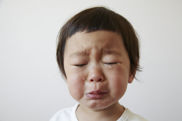 Children in tears cry. (Photo by Sudo Takeshi/Getty Images)