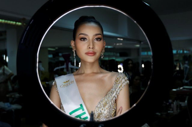 Kanwara Kaewjin of Thailand prepares backstage during the final show of the Miss International Queen 2019 transgender beauty pageant in Pattaya, Thailand on March 8, 2019. (Photo by Jorge Silva/Reuters)