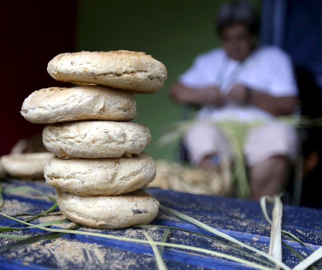 "Traditional cheese and corn buns called ""chipas"" are prepared in celebration of Kurusu Ara in Asuncion May 3, 2015. (Photo by Jorge Adorno/Reuters)"